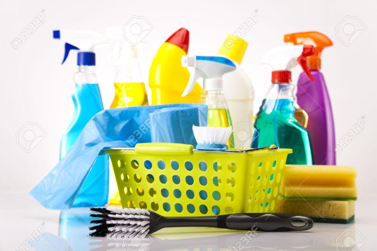 produit nettoyage maison fabulous maison produit et ponge pour nettoyer la vaisselle with. Black Bedroom Furniture Sets. Home Design Ideas